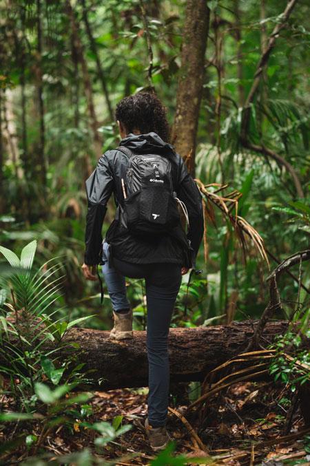 Cris Marques usando a mochila Trail Elite